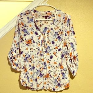 Pretty and feminine floral gap blouse. Size M.
